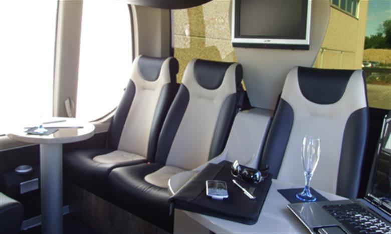 eurocarlimousine-flotta-bus-seats-19-3
