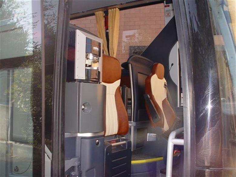 eurocarlimousine-flotta-bus-seats-24-30-3